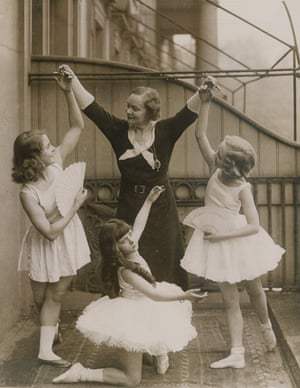 Adeline Genée c. 1932 with young members of the Association of Operatic Dancing