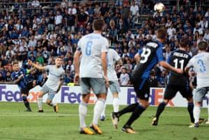 Atalanta's Alejandro Gomez scores