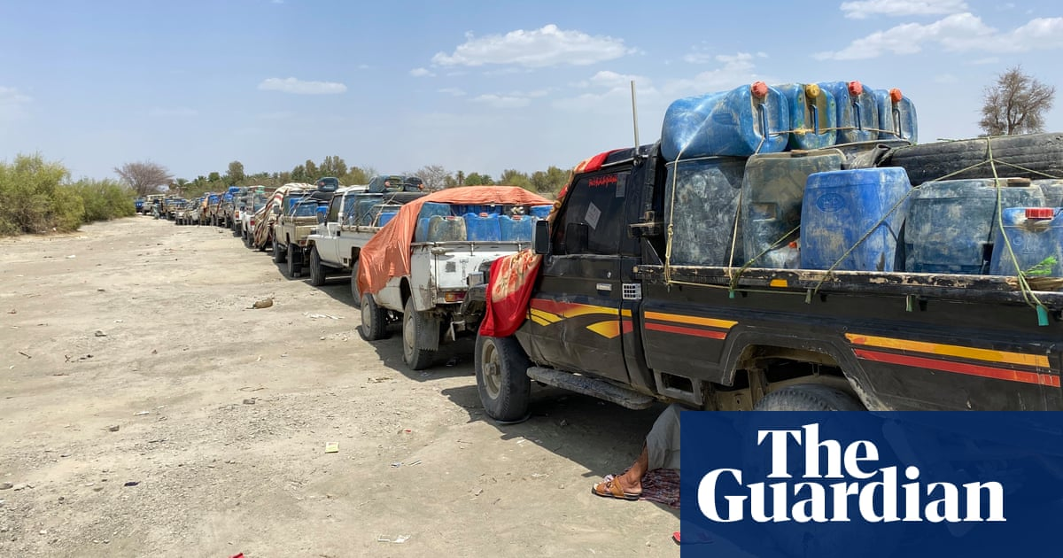 Deadly traffic: the fuel drivers caught up in Pakistan-Iran border tensions