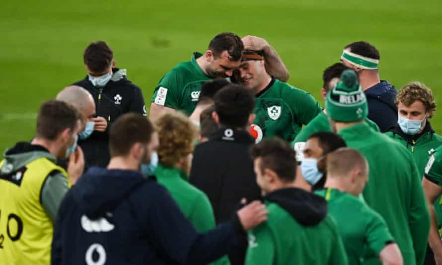 CJ Stander (center right) received an emotional farewell after Ireland's victory over England.