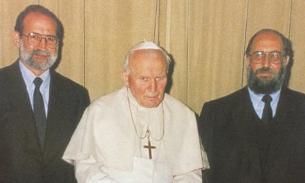 Pope John Paul II flanked by Sodalitium's number two, Germán Doig, left, who died in 2001, and Luis Fernando Figari, the sect's founder.