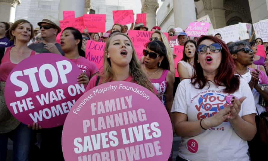 Planned Parenthood supporters rally for women's access to reproductive health care on 9 September 2o15 in Los Angeles.