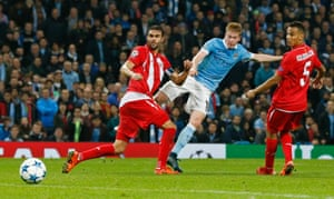 A lovely finish from Kevin De Bruyne puts City's noses in front during injury time.