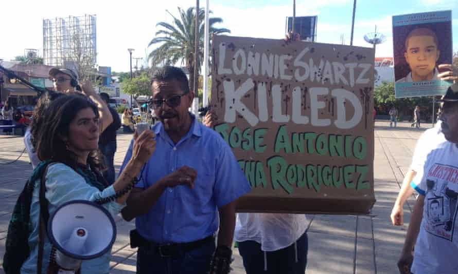 Raúl Cuen, José Antonio Elena Rodríguez's uncle demands a retrial at a monthly vigil in Nogales, Mexico.