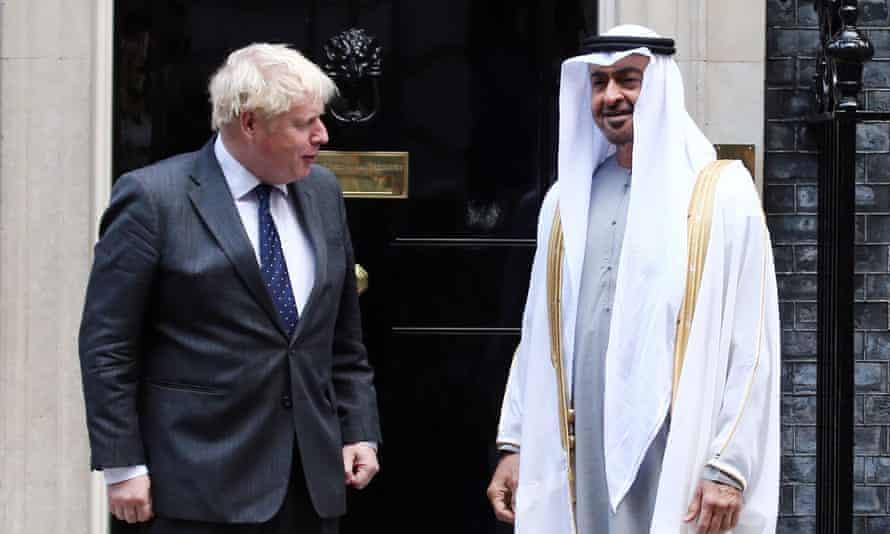 Boris Johnson y Mohammed bin Zayed fuera del número 10 el mes pasado