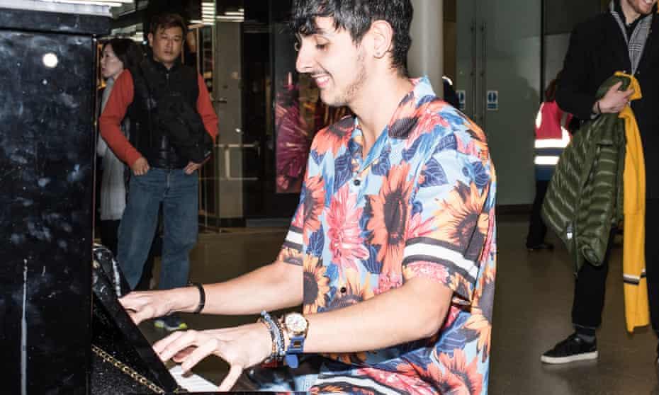 Ben Sharvit plays the piano at St Pancras station.