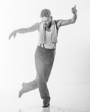 Kenneth Branagh as Archie Rice in The Entertainer.