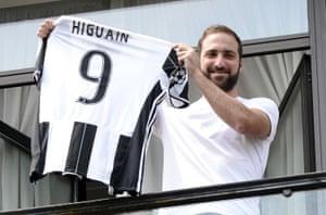 4) Gonzalo Higuain (Napoli-Juventus, 2016) £75.3m