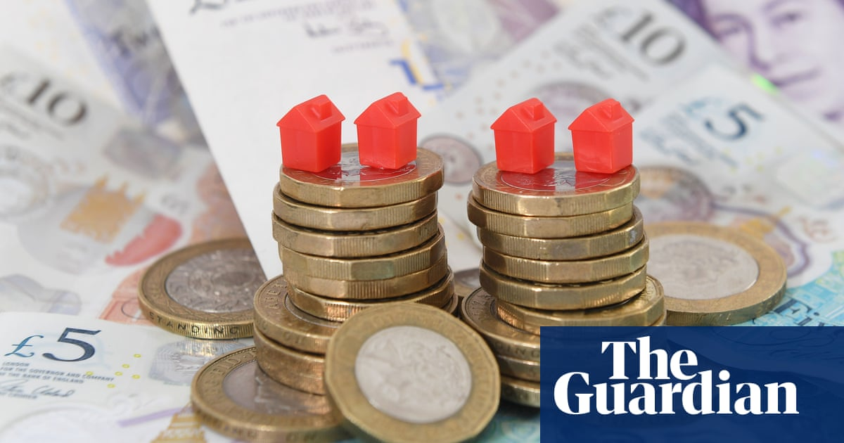 UK living standards hit by rising prices and weak wage