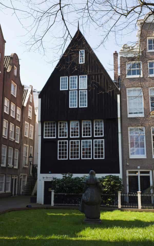 Het Houten Huis, the oldest wooden house in Amsterdam.
