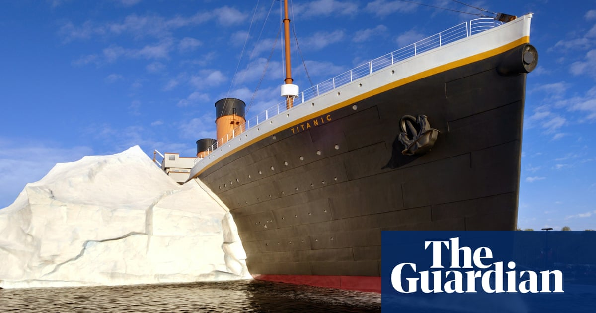 Three injured as iceberg wall collapses at US Titanic museum