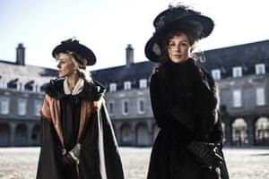 Kate Beckinsale and Chloë Sevigny in Love & Friendship.