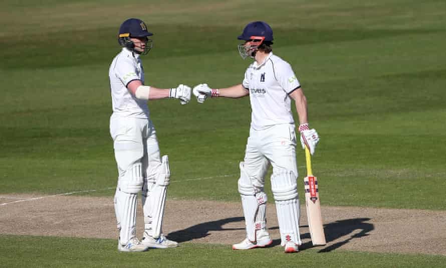 Rob Yates and Sam Hain enjoyed a successful partnership as Warwickshire beat Essex in Group One.