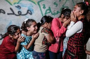 News, single, second prize Mahmud Hams: Gaza mourners