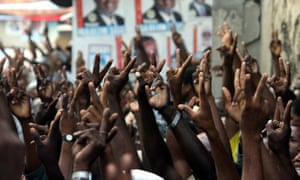 Supporters of CUF make victory sign outside their headquarters in Zanzibar's Stone Town in 2005