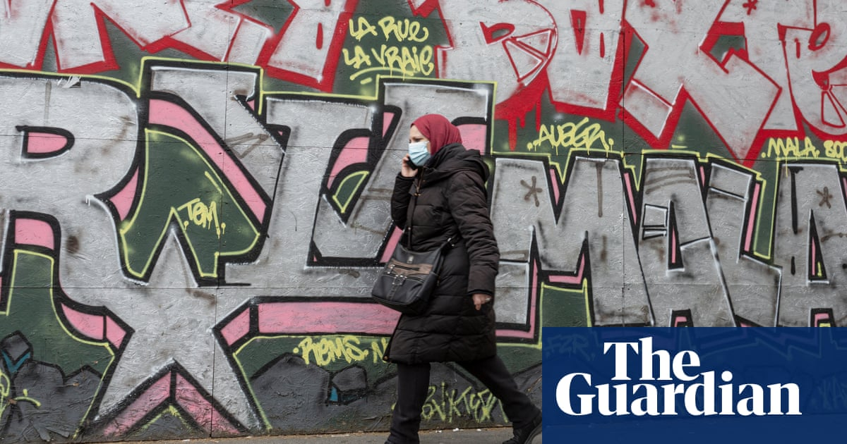 EU companies can ban employees wearing headscarves, court rules
