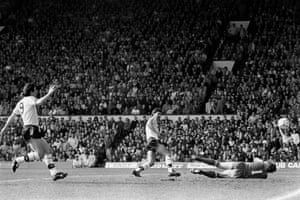 Bryan Robson scores for United at Anfield.