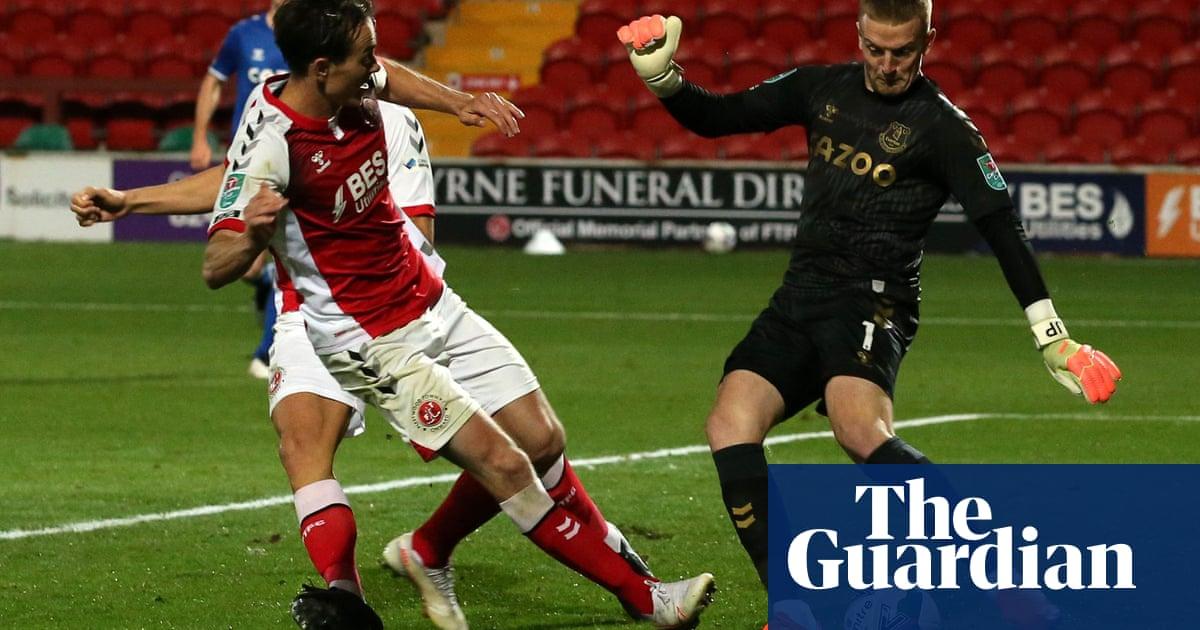 Jordan Pickford errors go unpunished in Everton win at Fleetwood Town