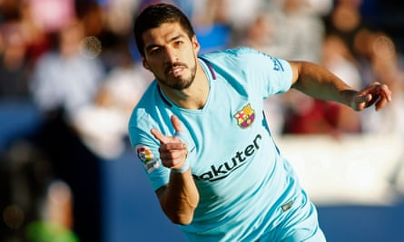 Luis Suárez celebrates after scoring at Leganes.