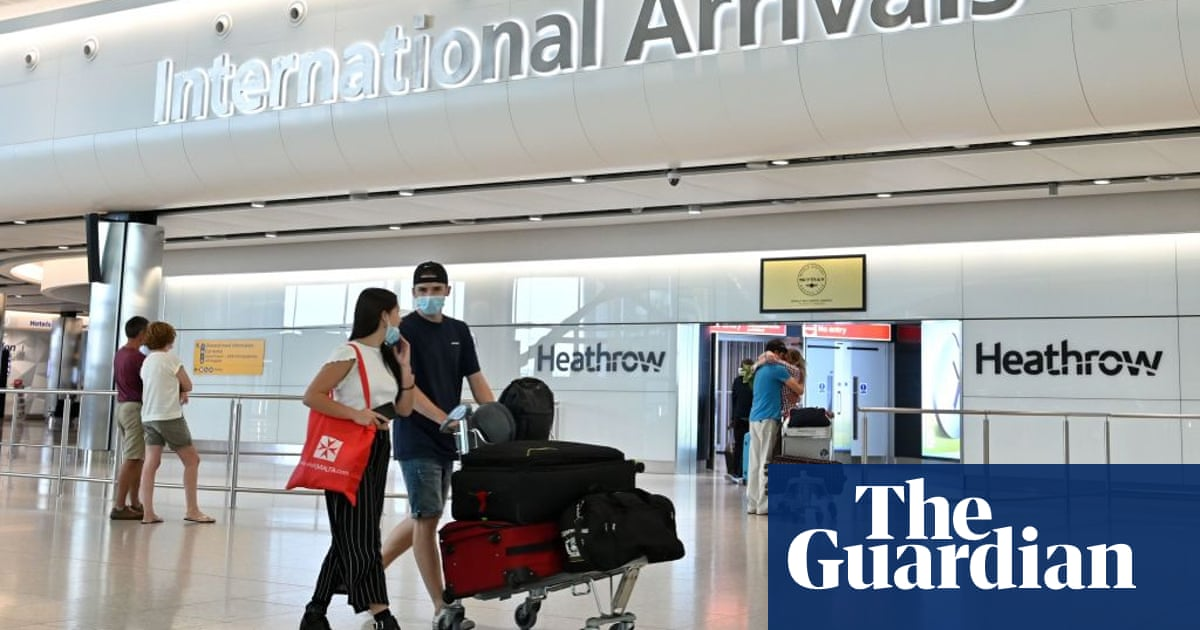 Easing travel rules for those vaccinated in US and EU 'reckless', says Labour
