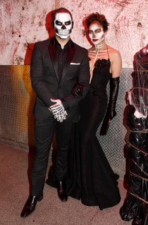 2015 Casper Smart and Jennifer Lopez as skeletons