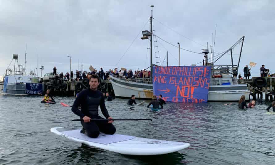 Manifestations contre les tests sismiques au large de l'île King dans le détroit de Bass.