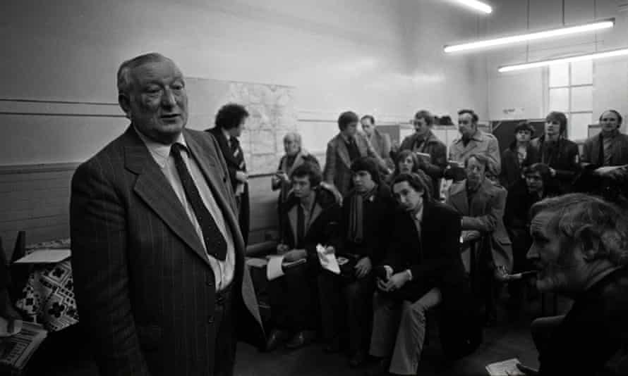 George Oldfield talks to the press in 1980.