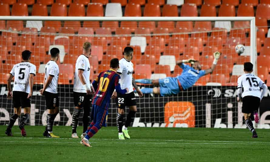 Lionel Messi scores Barcelona's third goal from a free-kick.