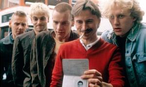 Ewen Bremner, Jonny Lee Miller, Ewan McGregor, Robert Carlyle, Kevin McKidd in Trainspotting.