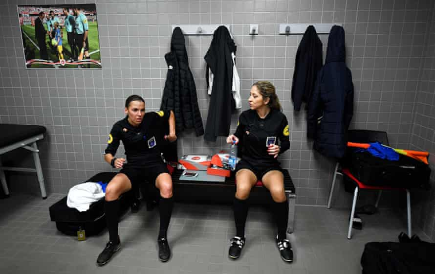 Frappart speaks with her assistant, Manuela Nicolosi, before the Ligue 2 game between Valenciennes and Béziers in April.