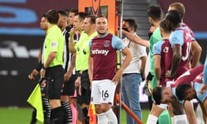 West Ham captain Mark Noble gives his players some last minute words of encouragement.