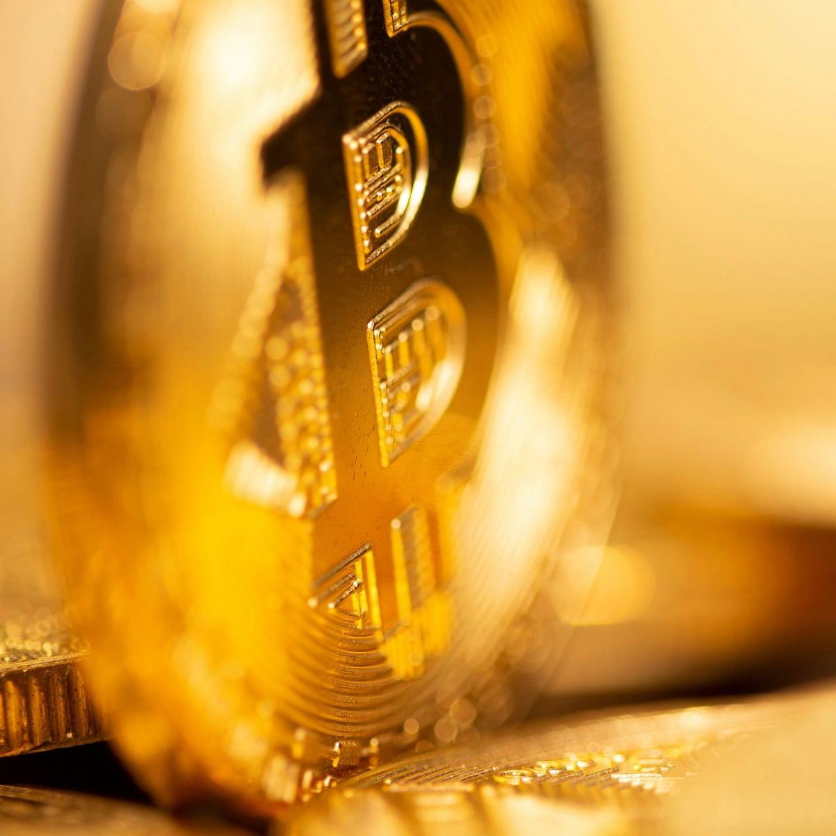 Europos centrinio banko vykdomoji valdyba narys prieš Bitcoin