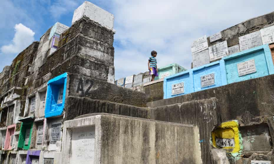 Cemetery Slums: Navotas, Philippines