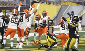 The Cleveland Browns celebrate a first-half touchdown against the Steelers