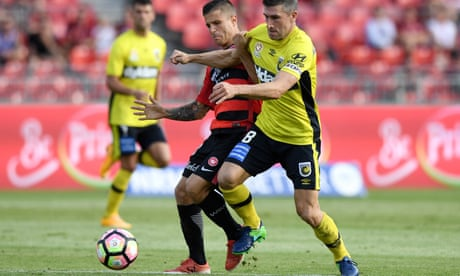 A-League: Mariners punish wasteful Wanderers to open up race