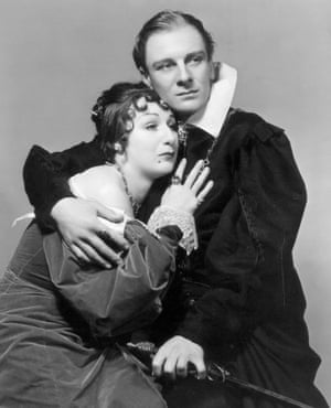 Gielgud as Hamlet for a US tour in 1936 with Judith Anderson as Gertrude. He played the role again in the mid-1940s.
