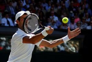 Djokovic wins the first set 6-2.