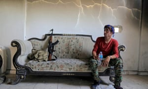Member of the Syrian Democratic Forces hides from an Islamic State sniper