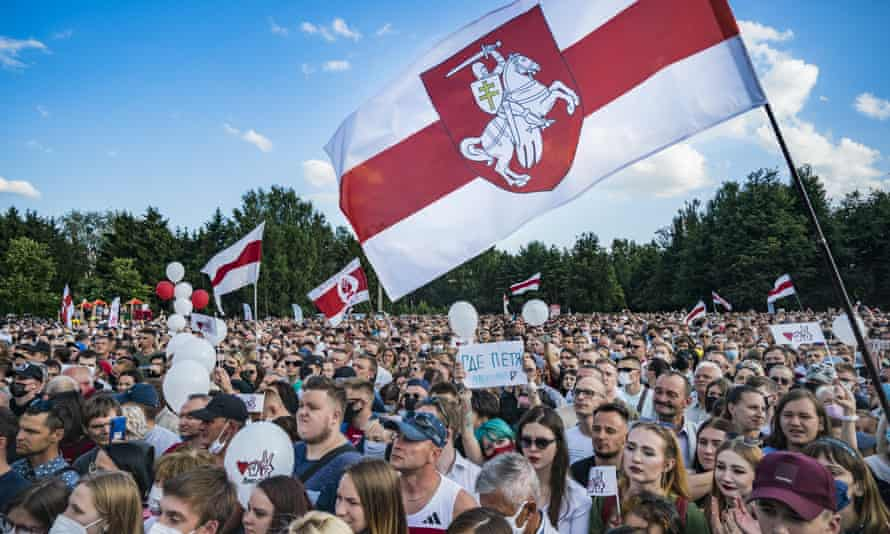 Svetlana Tikhanovskaya, an opposition candidate, attracted big crowds at her rally in Minsk on 30 July.