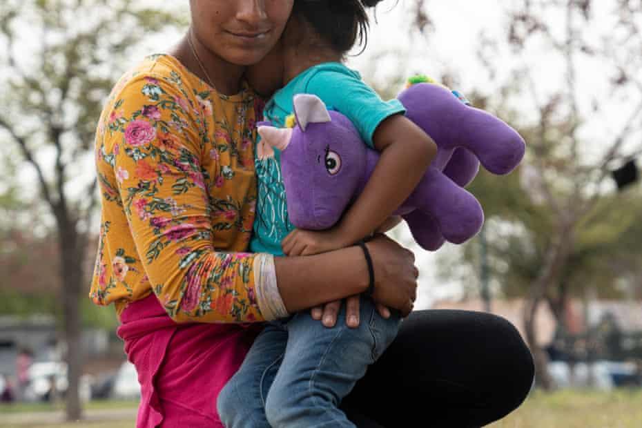 Marta Cortéz, 27, an asylum seeker from Guatemala, with her daughter Beberlyn Cortez, four, in Reynosa, Mexico.