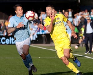 Celta defender Hugo Mallo, left, vies for the ball against Villarreal's Alfonso Pedraza.