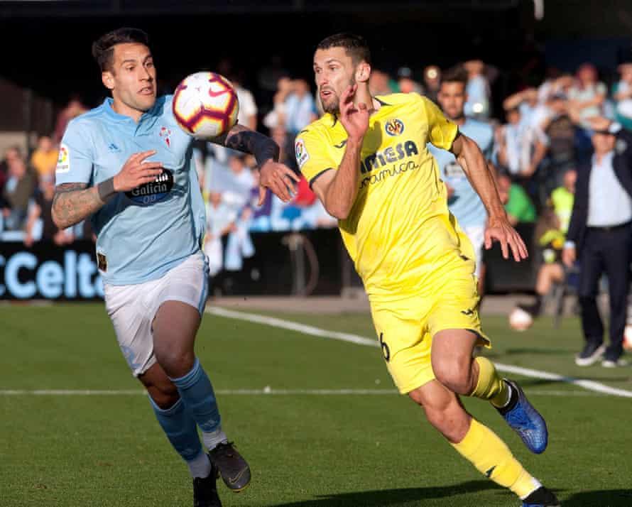 Celta defender Hugo Mallo, left, vies for the ball against Villarreal's Alfonso Pedraza.
