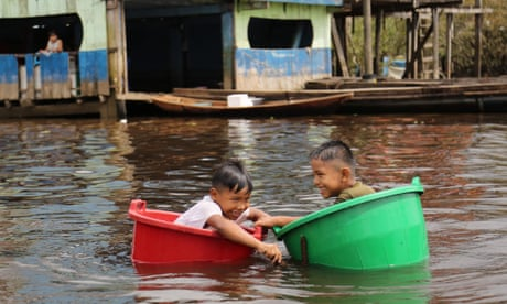 Bucket boats and Black Lives Matter: Wednesday's best photos