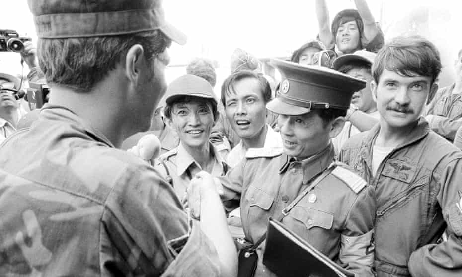 Bui Tin, centre, a colonel with the North Vietnamese army, shakes hands with one of the last US servicemen to leave Saigon with the final withdrawal of American forces in March 1973.
