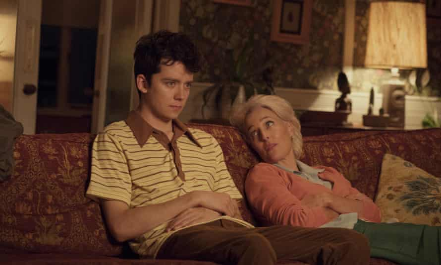 Otis (Asa Butterfield) and his mum (Gillian Anderson)