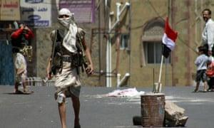 Armed Yemeni gunmen