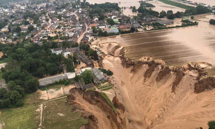 A huge sinkhole opened up at a gravel quarry south of Blessem
