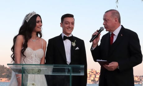 Arsenal's Mesut Özil gets married, with Turkish president as best man – video