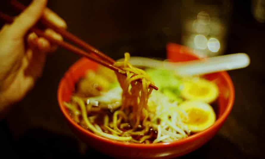 Older drivers who hand in their licences can get a ramen set meal for 500 yen at the Sugakiya chain.