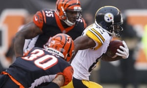 Antonio Browns streaks clear of the Bengals defense
